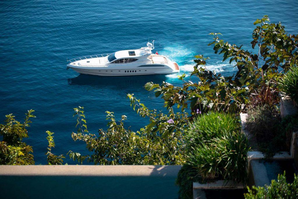 ultima villa corfu boat