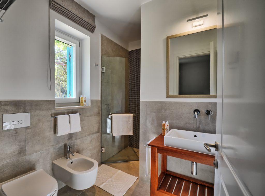 Kalysta bathroom C rev